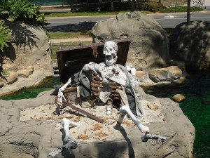 pirates - skeleton with treasure